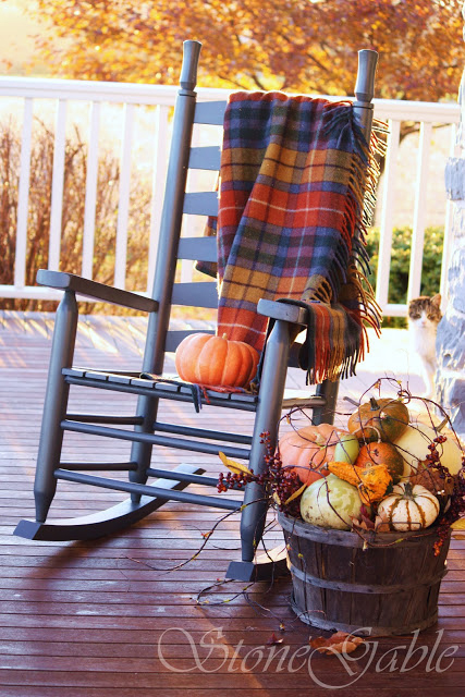 32-cozy-porch-decoration-ideas-for-autumn-13