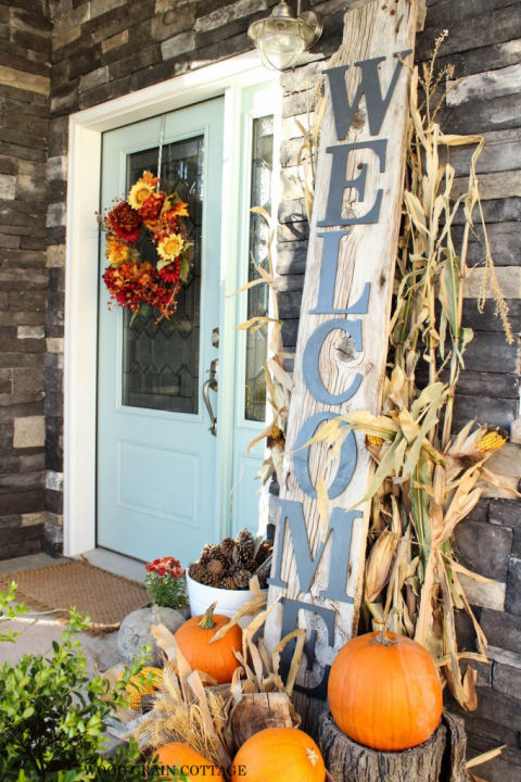 32-cozy-porch-decoration-ideas-for-autumn-15