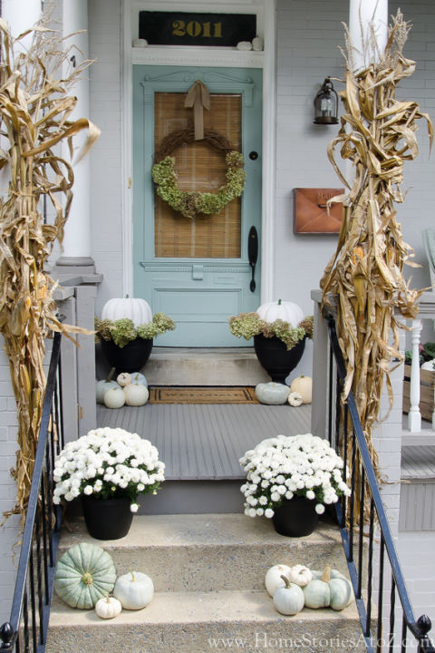 32-cozy-porch-decoration-ideas-for-autumn-16