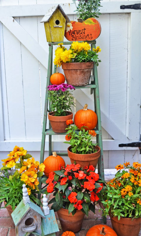 32-cozy-porch-decoration-ideas-for-autumn-17