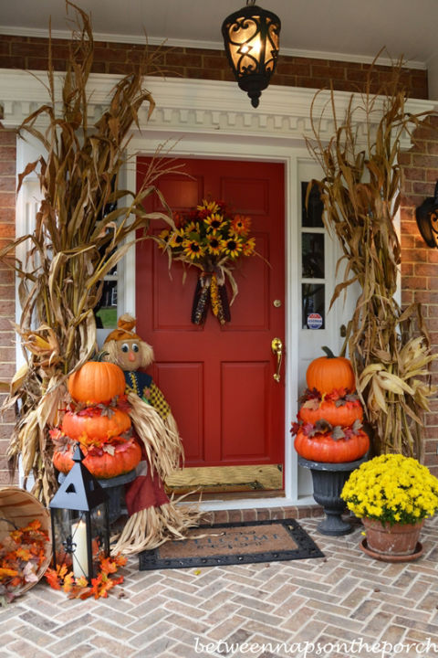 32-cozy-porch-decoration-ideas-for-autumn-18