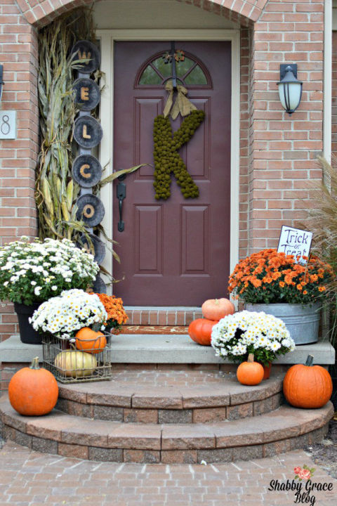 32-cozy-porch-decoration-ideas-for-autumn-21