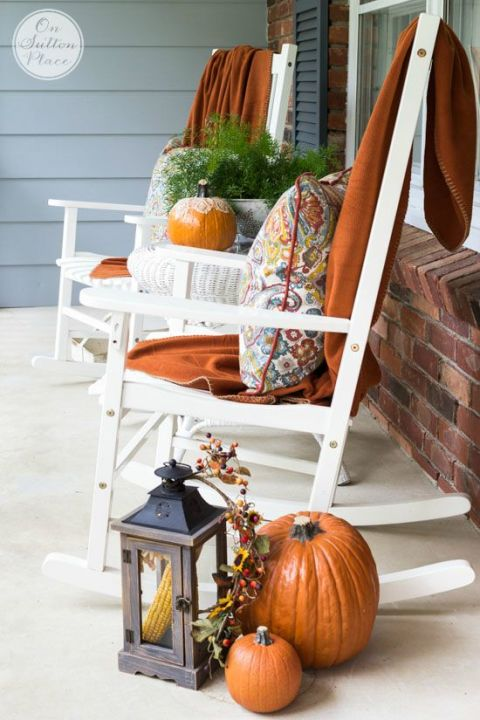 32-cozy-porch-decoration-ideas-for-autumn-22