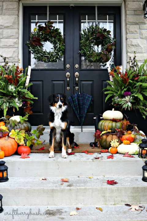 32-cozy-porch-decoration-ideas-for-autumn-24