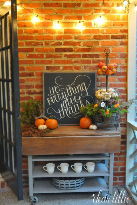 32-cozy-porch-decoration-ideas-for-autumn-25