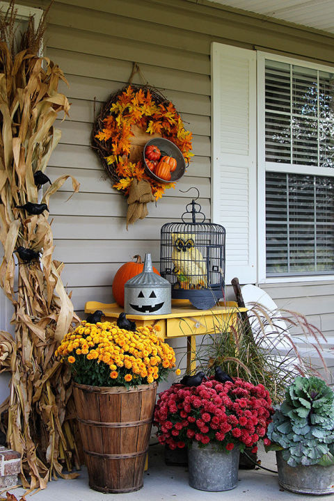 32-cozy-porch-decoration-ideas-for-autumn-28