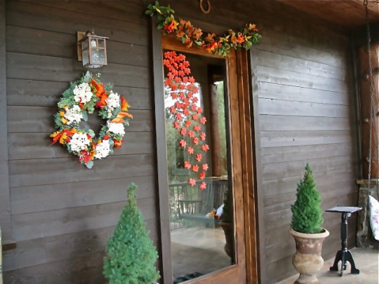 32-cozy-porch-decoration-ideas-for-autumn-29