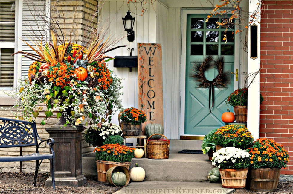 32-cozy-porch-decoration-ideas-for-autumn-33
