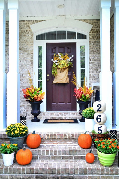 32-cozy-porch-decoration-ideas-for-autumn-8