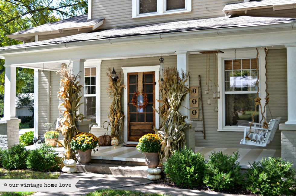 32-cozy-porch-decoration-ideas-for-autumn-9