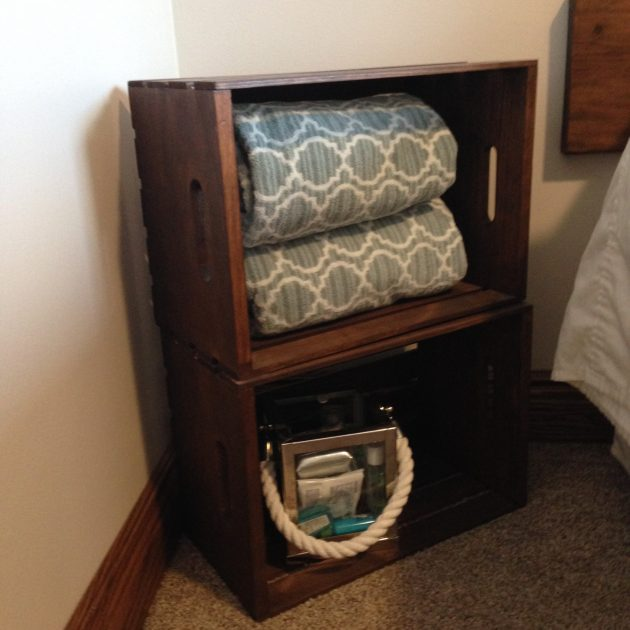 36-ideas-for-small-space-bedside-table-22