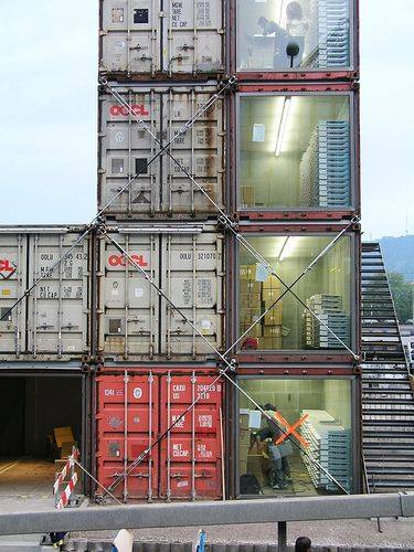 42-container-to-house-or-cafe-ideas-2