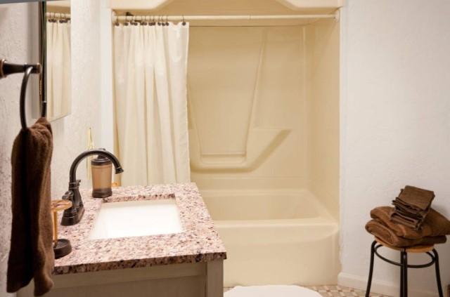 Cabin Circle Home 2 bedroom 1 bathroom (2)