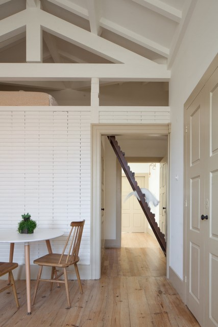 classic-townhomes-renovate-to-minimalist-style-loft-10