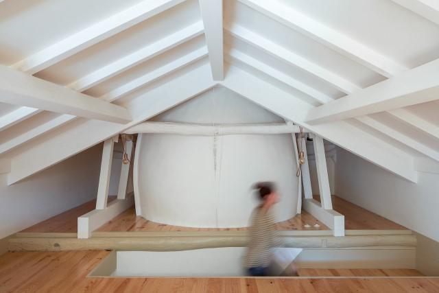 classic-townhomes-renovate-to-minimalist-style-loft-14