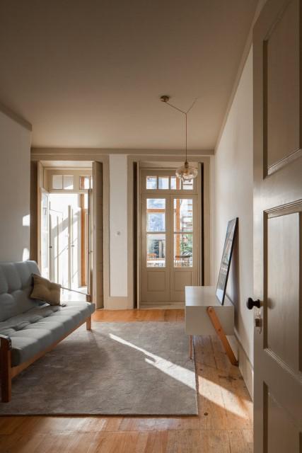 classic-townhomes-renovate-to-minimalist-style-loft-15