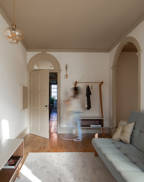 classic-townhomes-renovate-to-minimalist-style-loft-16