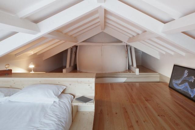 classic-townhomes-renovate-to-minimalist-style-loft-19