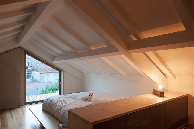 classic-townhomes-renovate-to-minimalist-style-loft-20