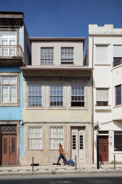 classic-townhomes-renovate-to-minimalist-style-loft-5