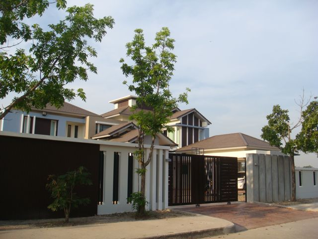 cozy-elegant-modern-house-review-2