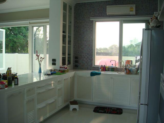 cozy-elegant-modern-house-review-29
