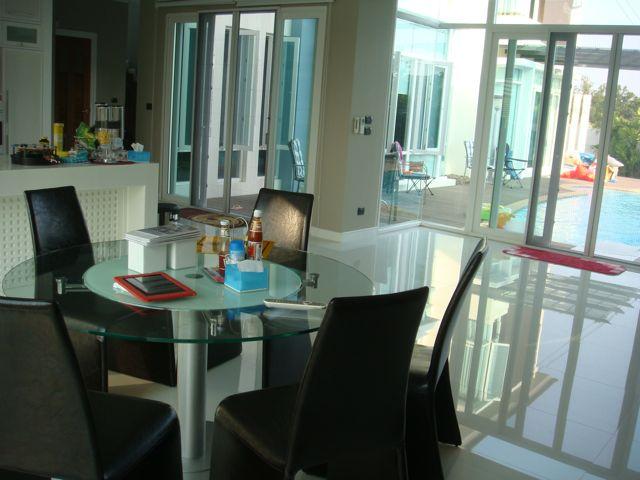 cozy-elegant-modern-house-review-32