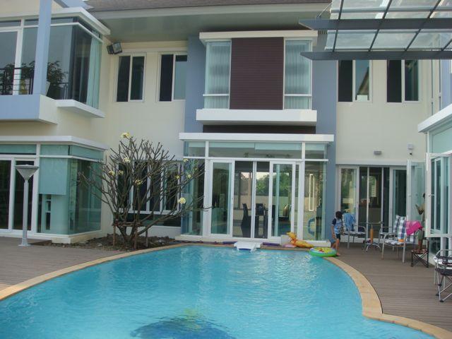 cozy-elegant-modern-house-review-39