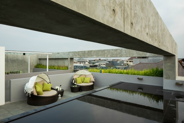 modern-house-box-shapes-with-cement-wood-and-glass-3