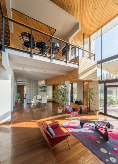 modern-villa-house-materials-of-steel-wood-and-cement-1