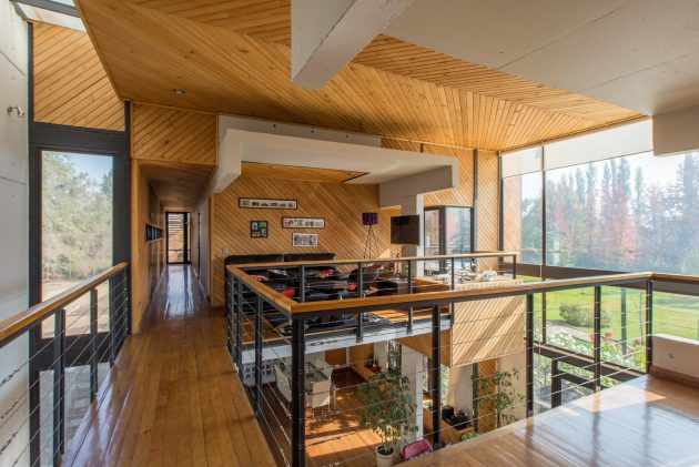 modern-villa-house-materials-of-steel-wood-and-cement-4