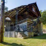 บ้านสวนสไตล์รัสติค อบอุ่นด้วยวัสดุตกแต่งจากไม้ ท่ามกลางบรรยากาศตามเชิงเขา