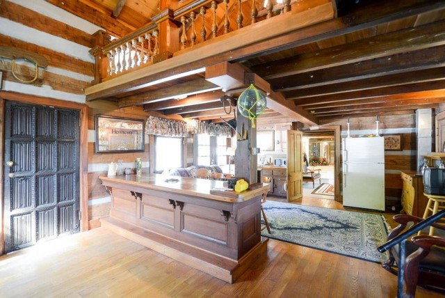 rustic-house-with-wood-furnishings-6