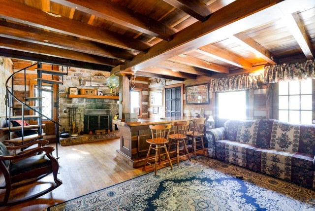rustic-house-with-wood-furnishings-7
