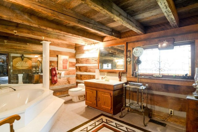 rustic-house-with-wood-furnishings-8