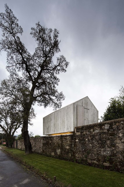 studio-home-modern-style-simple-shapes-decorated-with-cement-13