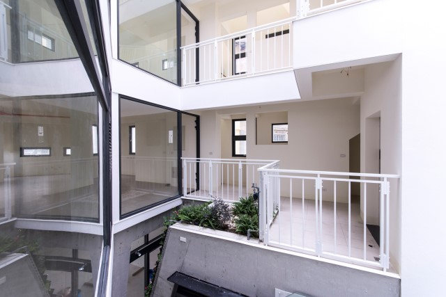 townhome-modern-style-with-quaint-space-8