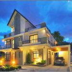 บ้านโมเดิร์นสามชั้น ขนาด 3 ห้องนอน 3 ห้องน้ำ ตกแต่งสวยงามพร้อมดาดฟ้า มีความภูมิฐานในรูปทรง