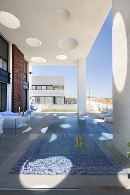 villa-modern-house-with-patio-and-pool-5