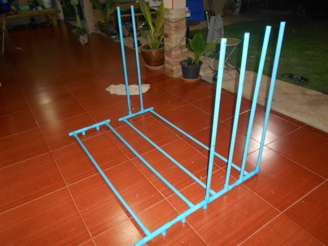 clothes line hanger from pvc diy (2)