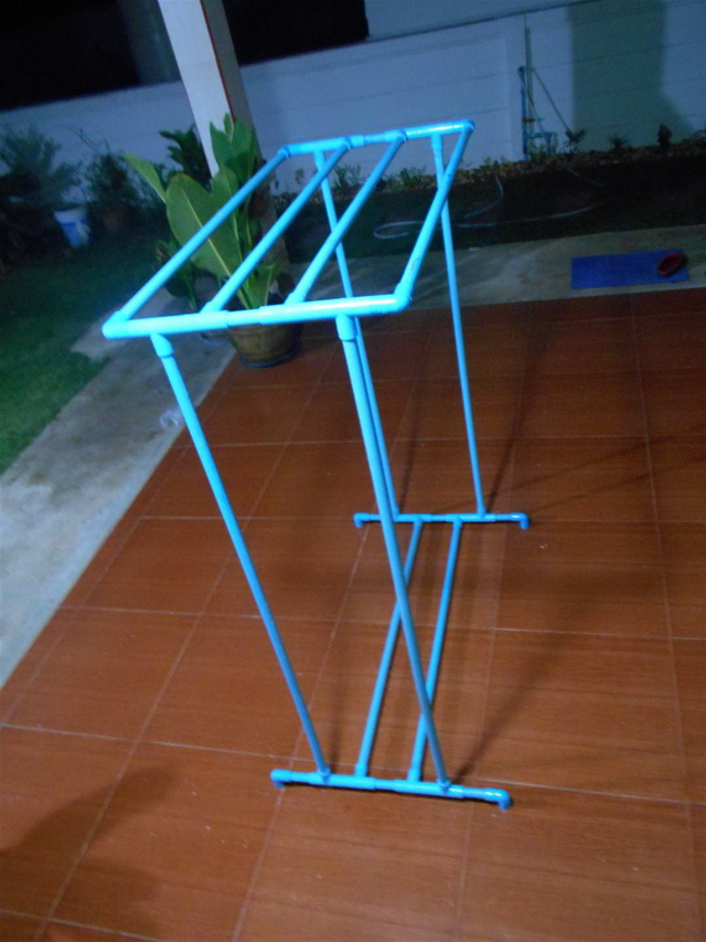 clothes line hanger from pvc diy (4)