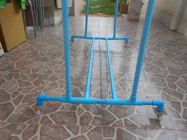 clothes line hanger from pvc diy (6)
