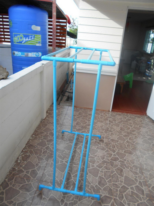 clothes line hanger from pvc diy (7)
