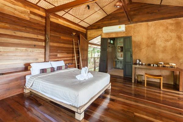 half-concrete-half-wooden-2-storey-resort-house-4