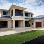 บ้านร่วมสมัยหลังใหญ่ 3 ห้องนอน 3 ห้องน้ำ ตกแต่งเน้นความภูมิฐาน จากรูปทรงและวัสดุ สะท้อนรสนิยมมีสไตล์
