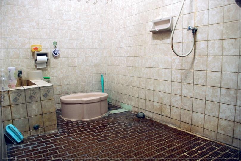 old-restroom-to-modern-restroom-renovation-3