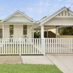 แบบบ้านสีขาว บรรยากาศแสนสบาย มีความผ่อนคลายกระจายอยู่ทุกอณูบ้าน