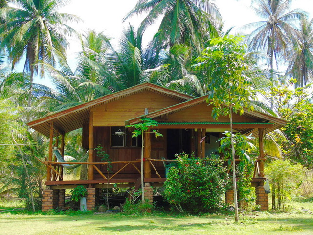simple and cozy wooden hut on phangan island 999 (2)