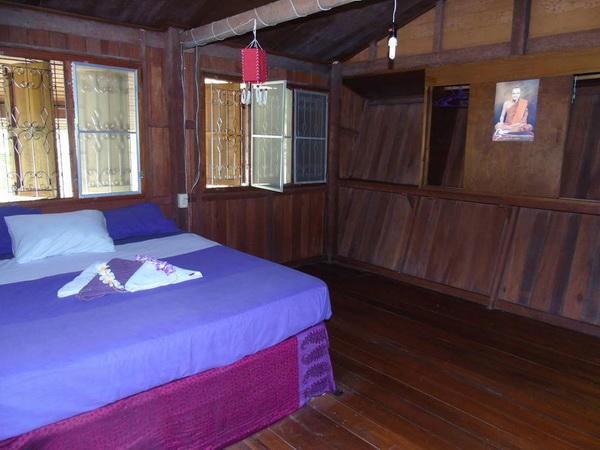 simple and cozy wooden hut on phangan island 999 (6)