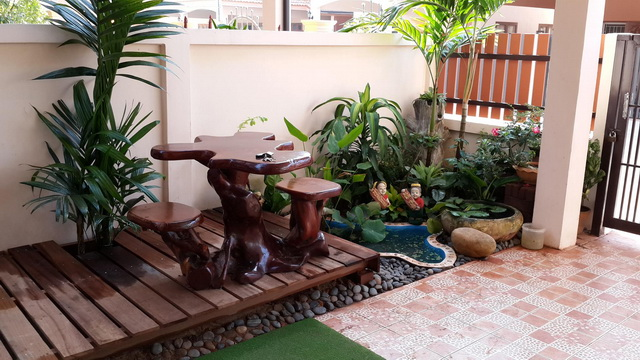 small garden besides house review (3)